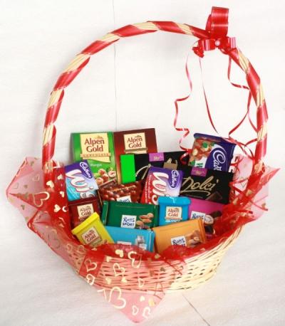 Подарок подруге из конфет