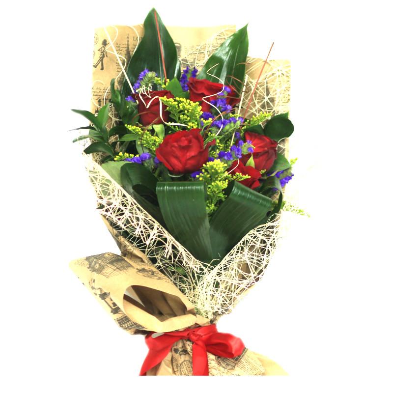 Букет с розами, солидаго, статицей, рускусом и аспидистрой
