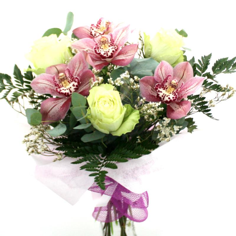 Букет с розами и орхидеей
